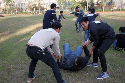 奔跑吧!大学生  管理分院户外趣味活动顺利开展