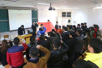 学院党委举行新党员入党宣誓仪式